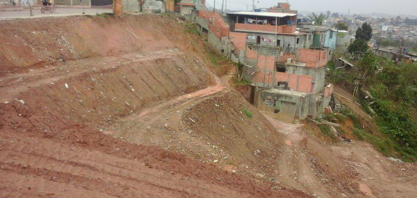 Muros de arrimo garantem a segurança de terrenos com inclinação