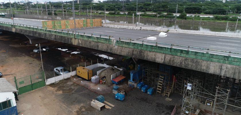 Obra emergencial no Viaduto Marginal Pinheiros